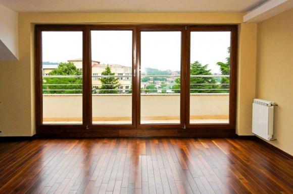 Pose et installation de fenêtres en bois sur mesure à Menton
